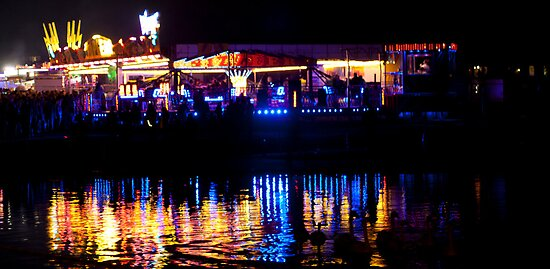 funfair on the lake by Dean Messenger