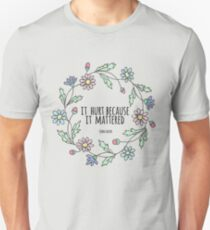 It hurt because it mattered -John Green Unisex T-Shirt