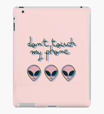 Don't Touch My Phone // Alien 3D Vaporwave Indie iPad Case/Skin