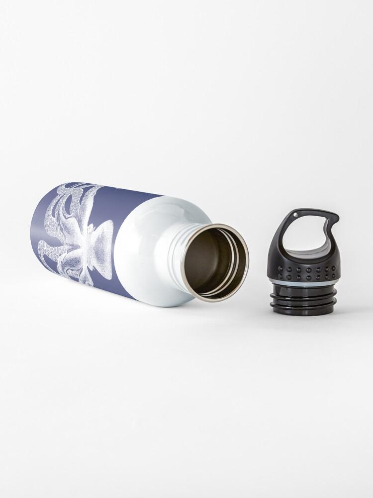 Alternative Ansicht von Krake   Weinlese-Krake   Tentakeln   Meeresbewohner   Nautik   Ozean   Meer   Strand   Marineblau und Weiß   Trinkflasche
