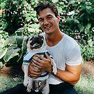 «Tyler C con perro» de Lindsey Morrison