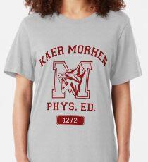 Kaer Morhen Phys. Ed | Die Hexer-Turnhallen-Shirt-Art | Burgund Slim Fit T-Shirt