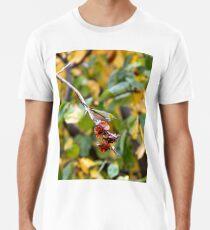 Bird in apple garden Premium T-Shirt