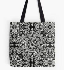 Schwarz-Weiß-Volkskunst-Muster Tasche