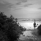 A WALK ON THE BEACH by leonie7