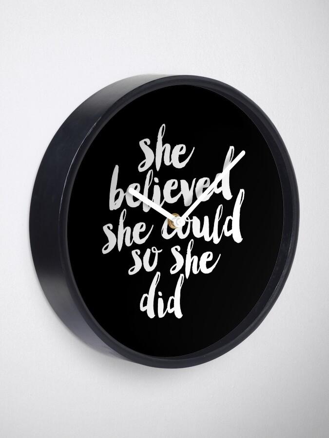 Alternative Ansicht von Sie glaubte, sie könnte so tat sie Uhr