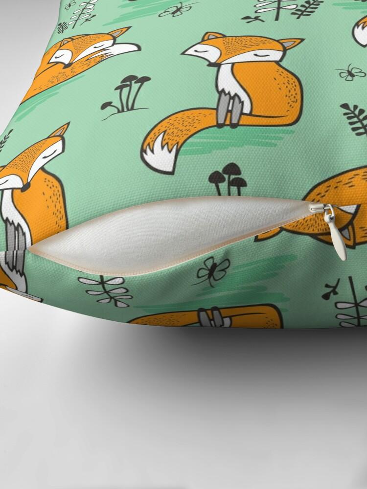 Alternative Ansicht von Dreamy Fox in Grün Dekokissen