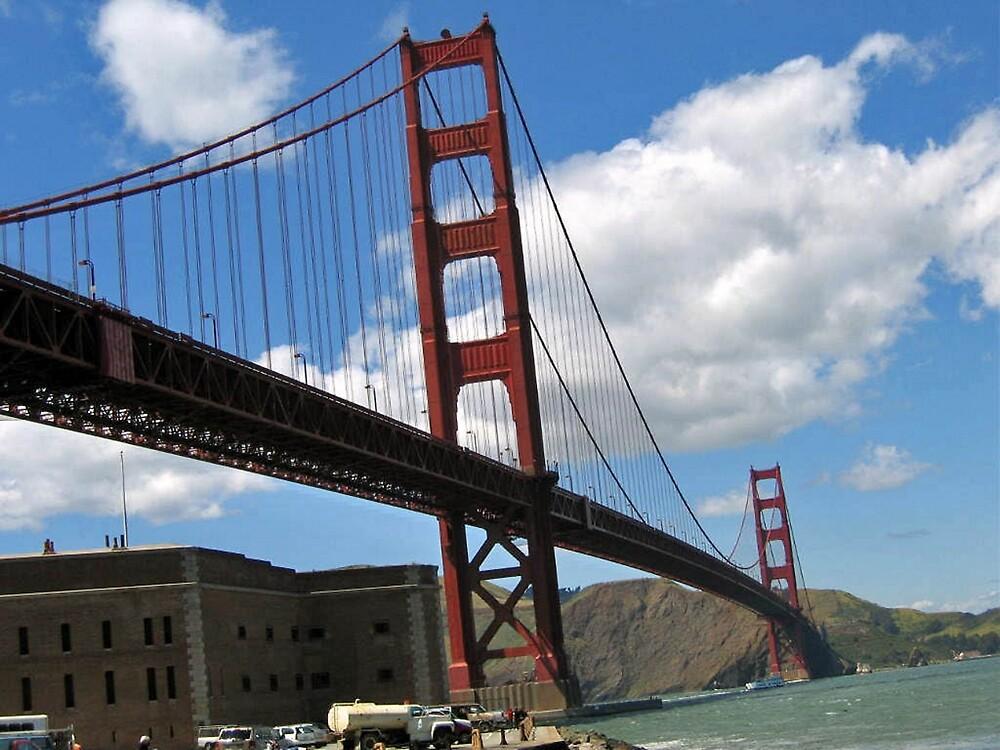 SAN FRANCISCO'S GOLDEN GATE BRIDGE by JAYMILO