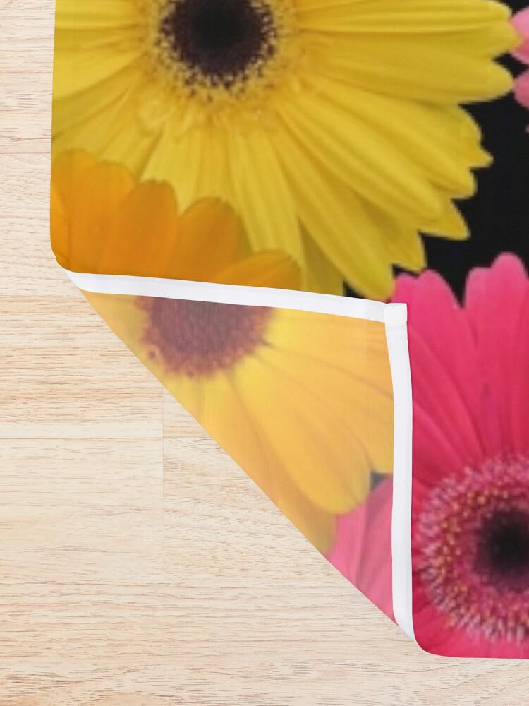 Alternative Ansicht von Gerbera Blumen Duschvorhang