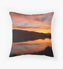 Sonsondergang - Sedgefield, Suid-Afrika Throw Pillow