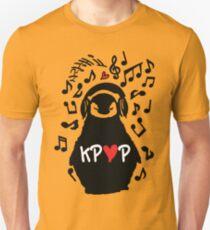 Penguin listen to kpop T-Shirt