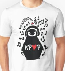 Penguin listen to kpop Unisex T-Shirt