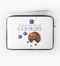 I'm only here for the cookies and dice - purple Laptop Sleeve