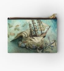 Now I lay me down to read, i travel leagues before i sleep Studio Pouch