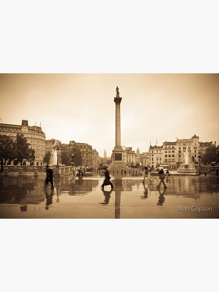 London. Trafalgar Square in the rain. by AlanCopson