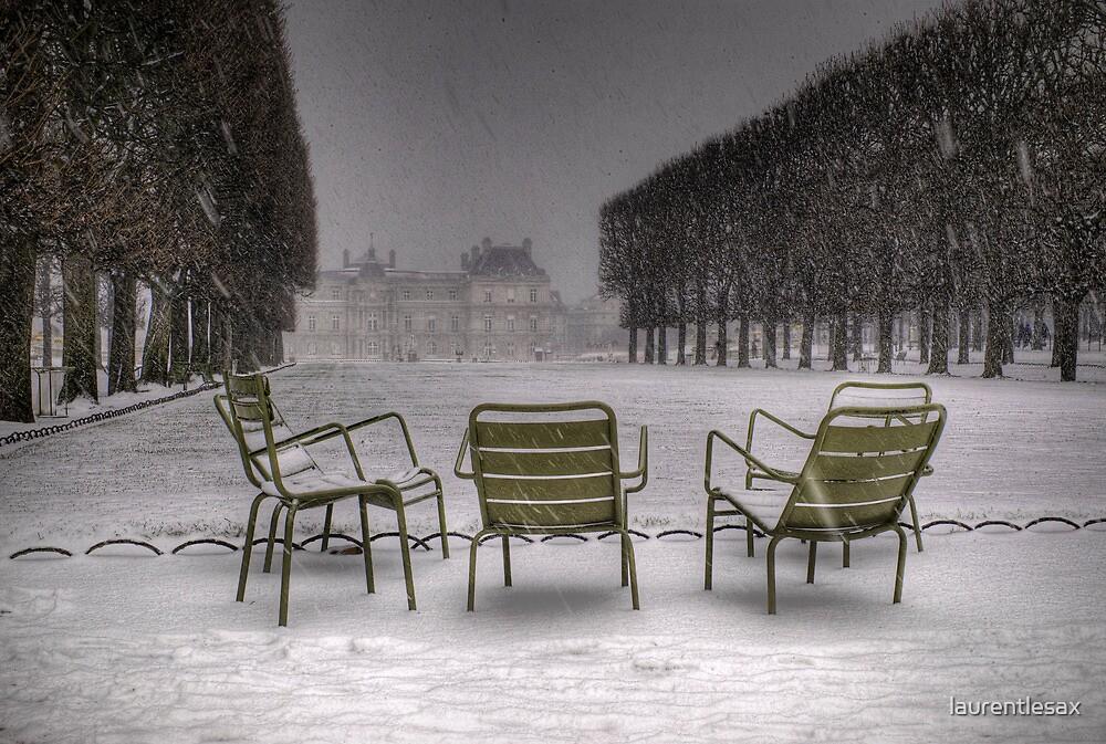 Chairs under the snow, Paris by laurentlesax