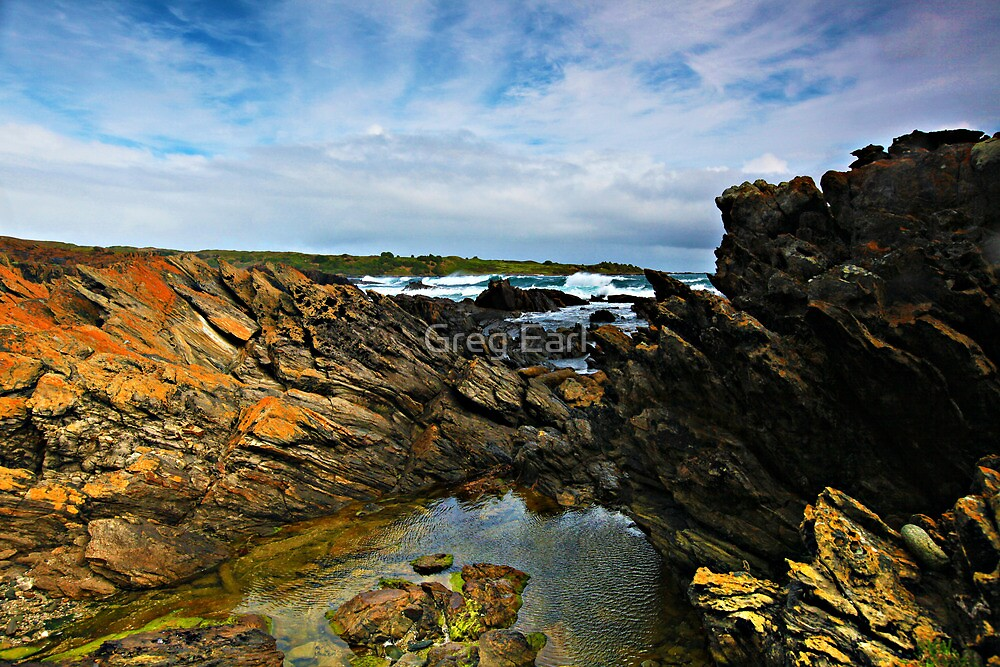 Victoria Cove - King Island by Greg Earl