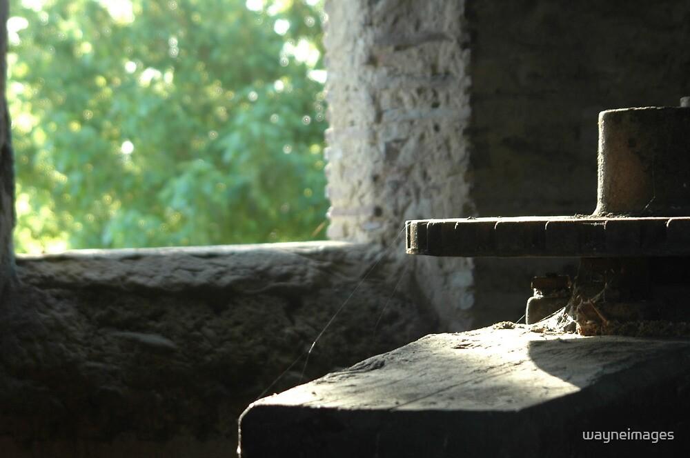 Armagnac Press by wayneimages