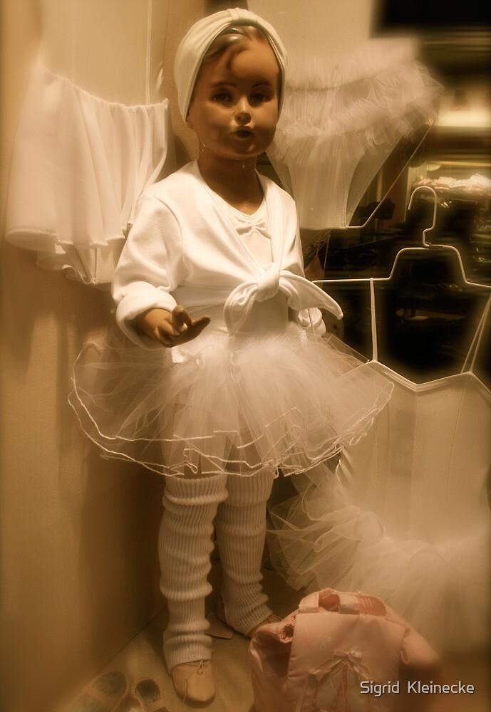 Little Dummy by Sigrid  Kleinecke