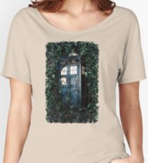 Police Box in The Garden Hoodie / T-shirt Women's Relaxed Fit T-Shirt