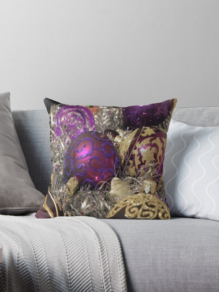 Buy Cushions from the Home department at Debenhams. You'll find the widest range of Cushions products online and delivered to your door. Shop today!