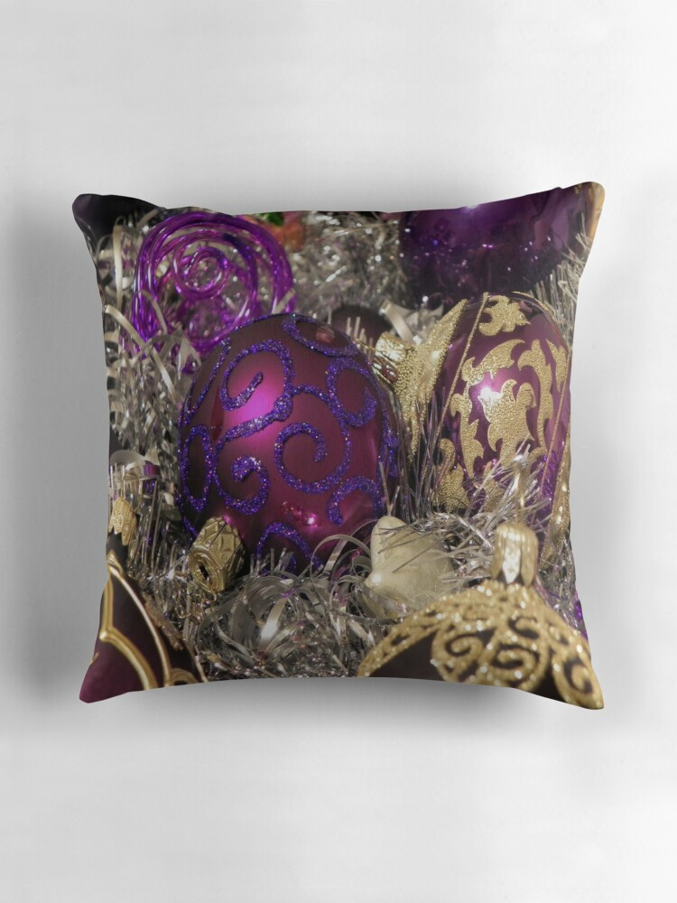 Pillows Kirkland's offers a stunning online selection of throw pillows and decorative pillows. Featuring all shapes and styles, our wide variety of pillows is sure to have a lovely one to fit your dream design.
