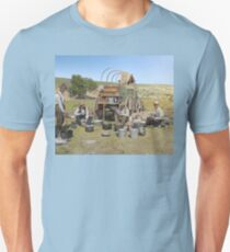 Texas cowboys in 1900 — a chuckwagon lunch during a cattle roundup Slim Fit T-Shirt