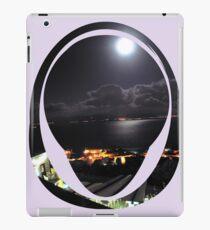 looking down at the moonlit sea iPad-Hülle & Klebefolie