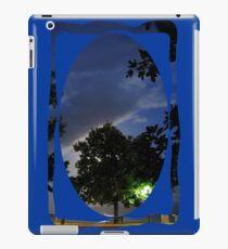 moonlit tree iPad-Hülle & Klebefolie