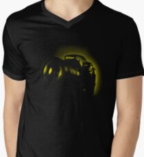 I Shoot with my nikon (Halftone style) Men's V-Neck T-Shirt