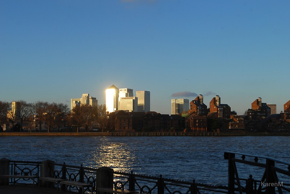 Sunlight on Canary Wharf by KarenM