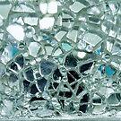 «Espejo azul helado y mosaico de vidrio» de CrazyCraftLady
