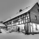Old house by astrolabio