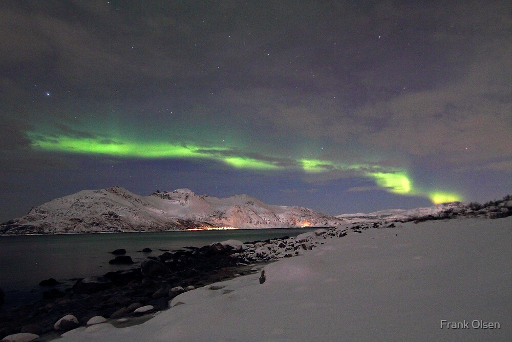 Aurora at the arctic shore by Frank Olsen