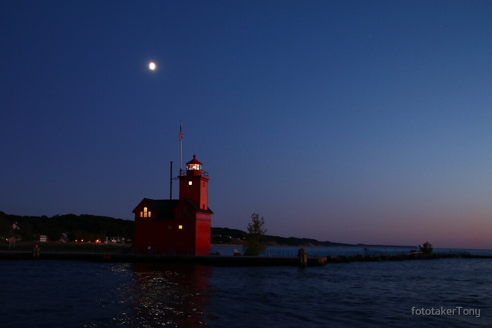 Big Red Under the Waxing Moon by fototakerTony