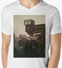 Old school canon camera :) Men's V-Neck T-Shirt