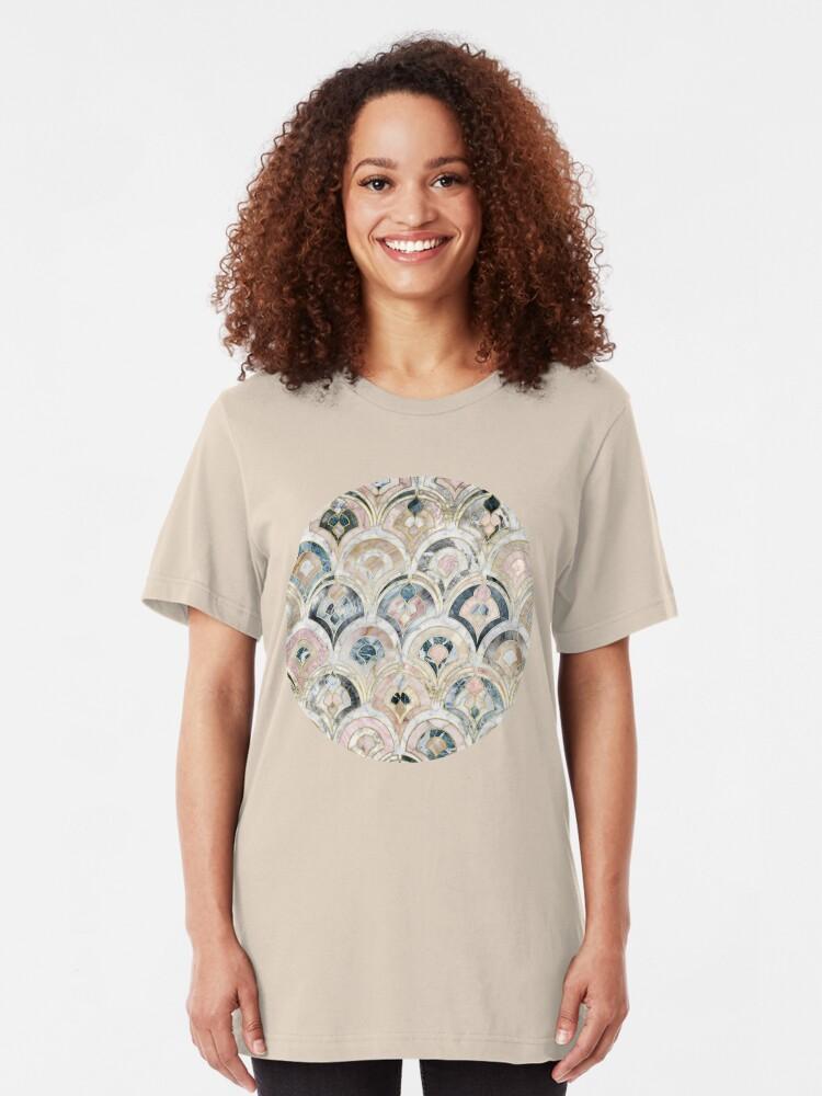 Alternative Ansicht von Art Deco Marmorfliesen in weichen Pastellfarben Slim Fit T-Shirt