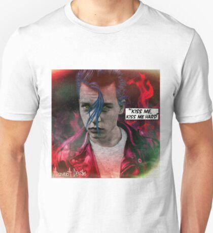 KISS ME, KISS ME HARD ! T-Shirt