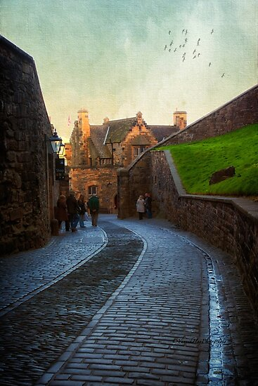 The Gathering - Edinburgh Castle by Yannik Hay