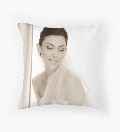 A wife in waiting Throw Pillow