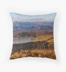 Wise Een tarn and the Langdale Pikes Throw Pillow
