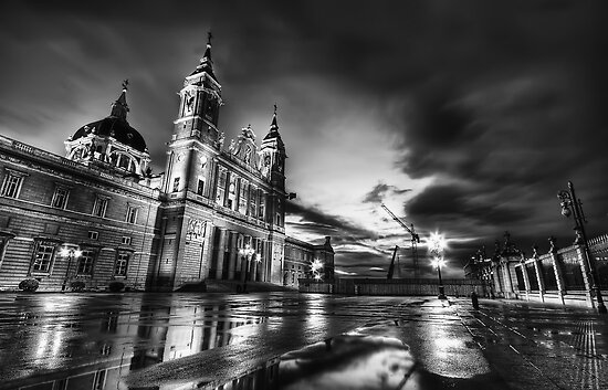 Blue Hour @ Almudena's Cathedral #2  by servalpe
