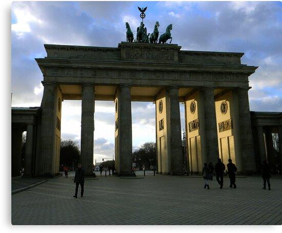 Brandenburg Tor by Martin Virveste