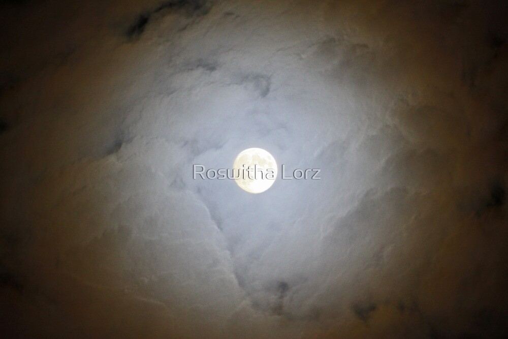 Moon by RosiLorz
