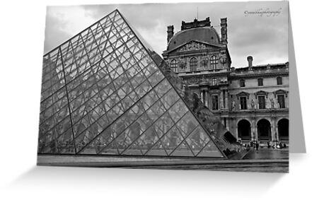 Large Pyramid - Musee du Louvre - Cour Napoléon - Paris - Black and White by Yannik Hay