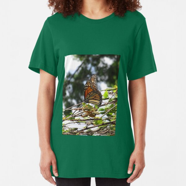 Monarch butterfly before flying in search of sun By Yannis Lobaina Slim Fit T-Shirt