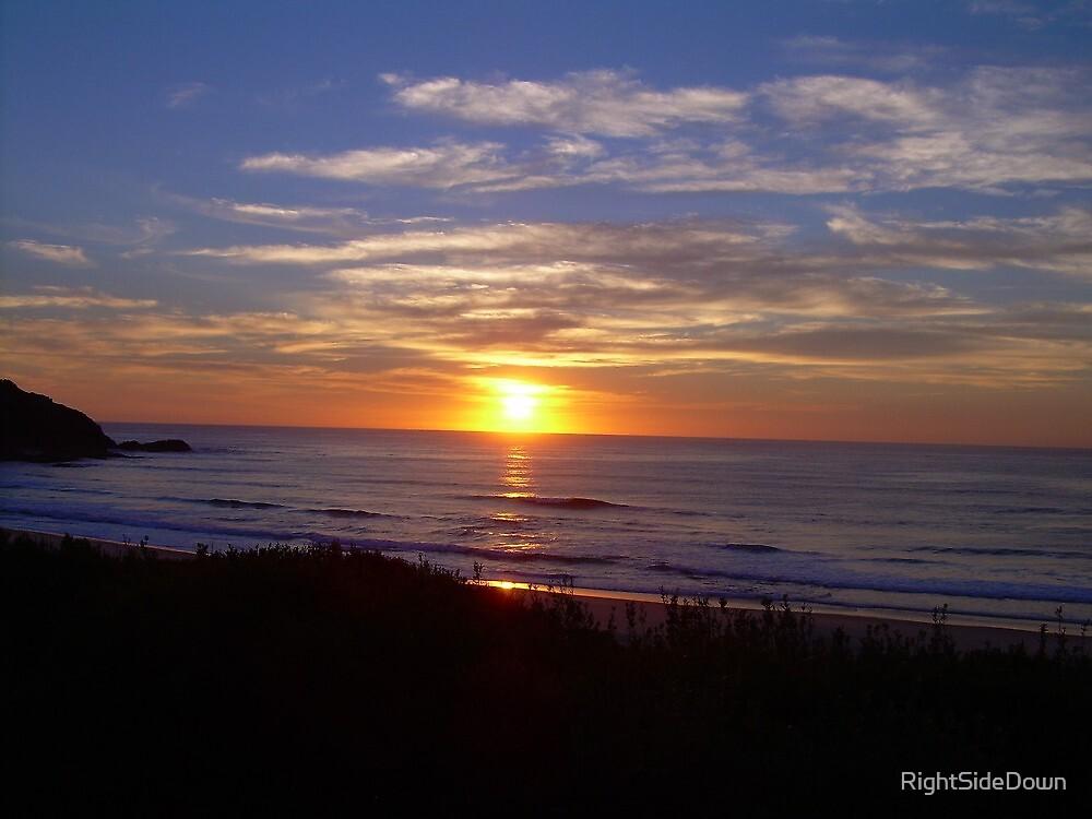 Sunrise over Blueys by RightSideDown