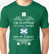 I'm Scottish, kiss me already! Unisex T-Shirt