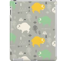 Seamless pattern with cute baby buffaloes and native American symbols iPad Case/Skin