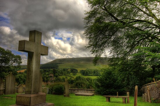 PENDLE BIG END FROM DOWNHAM by Phil  WEBB